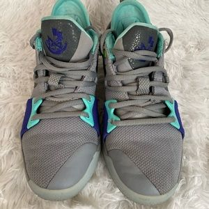 Boys Nike Paul George Sneakers Size 5Y PG1 Gray